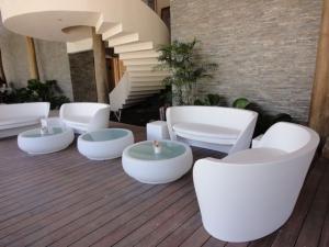 slide-contract-ristoranti-2011-portello-beach-club-santo-domingo-chubby-side-table-rap.jpg
